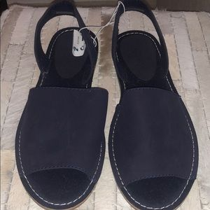 Old Navy navy blue sandals